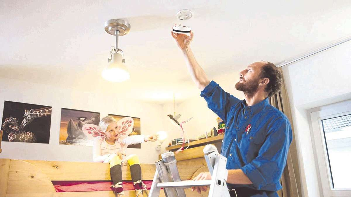 rauchmelder und feuerl scher aktiver brandschutz f r das haus und die familie wohnen. Black Bedroom Furniture Sets. Home Design Ideas