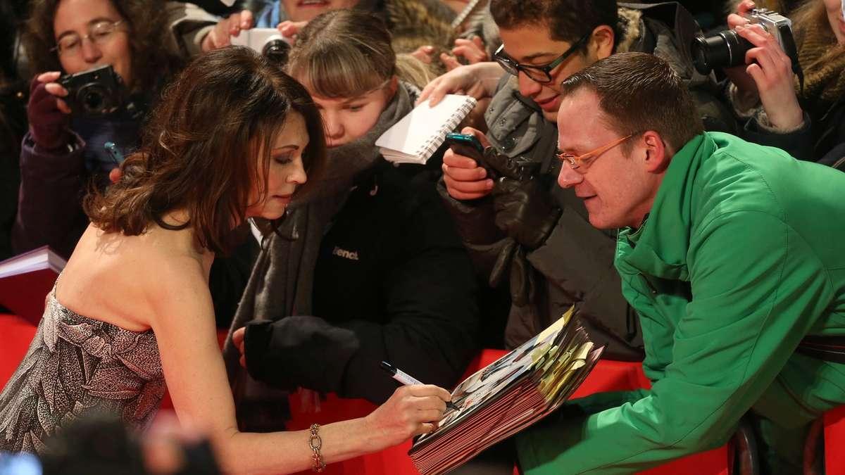 Berlinale Eröffnung Bilder vom Roten Teppich  TV & Kino