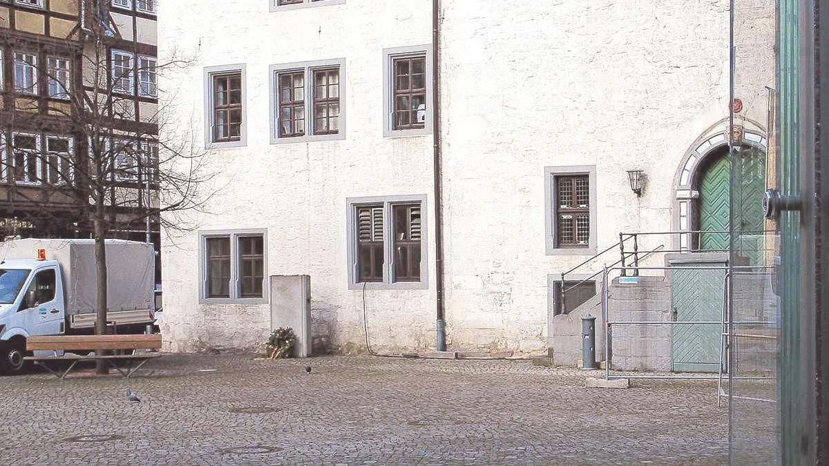 trinkwasser aus brunnen gr ne wollen installation neben rathaus hann m nden. Black Bedroom Furniture Sets. Home Design Ideas