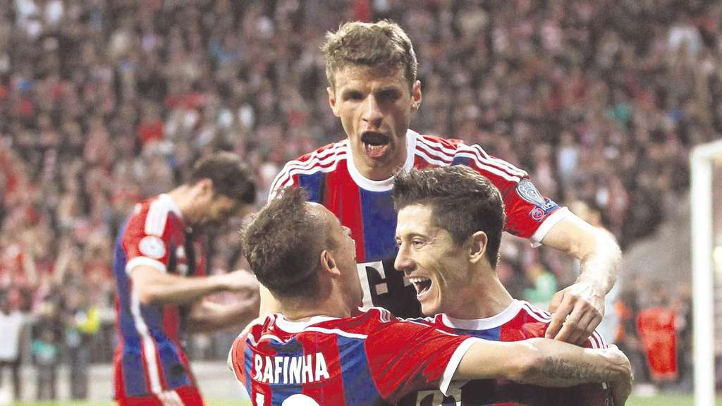 Rafinha (links), Robert Lewandowski und Thomas Müller
