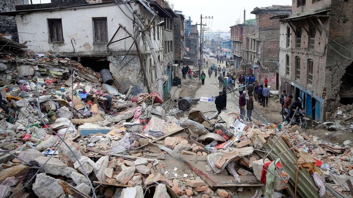 Schweres Erdbeben im Himalaya: Über Tausend Tote ...