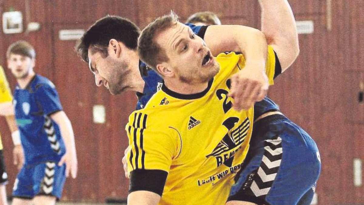 Zähes letztes Heimspiel: Mark Potthof gegen den Fuldataler Nicolaj Astapov. Foto: zws