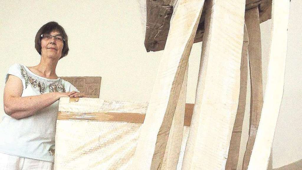 altar und kanzel in der sander kirche mit der kettens ge geformt bad emstal. Black Bedroom Furniture Sets. Home Design Ideas