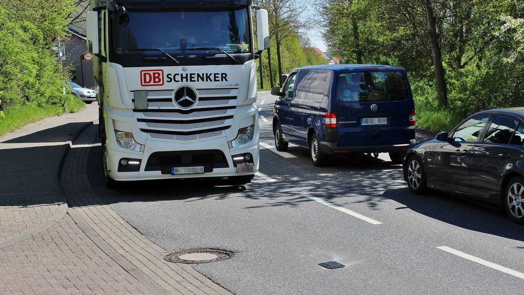 lkw vermietung kassel lkw unfall an ausfahrt a49 kassel. Black Bedroom Furniture Sets. Home Design Ideas