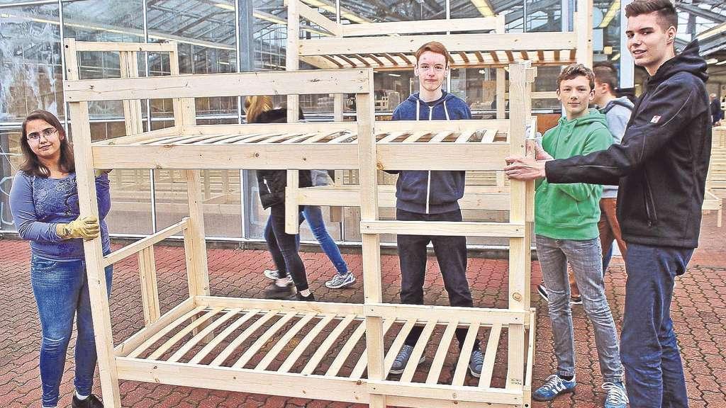 lohfeldener sch ler bauen betten f r fl chtlinge lohfelden. Black Bedroom Furniture Sets. Home Design Ideas