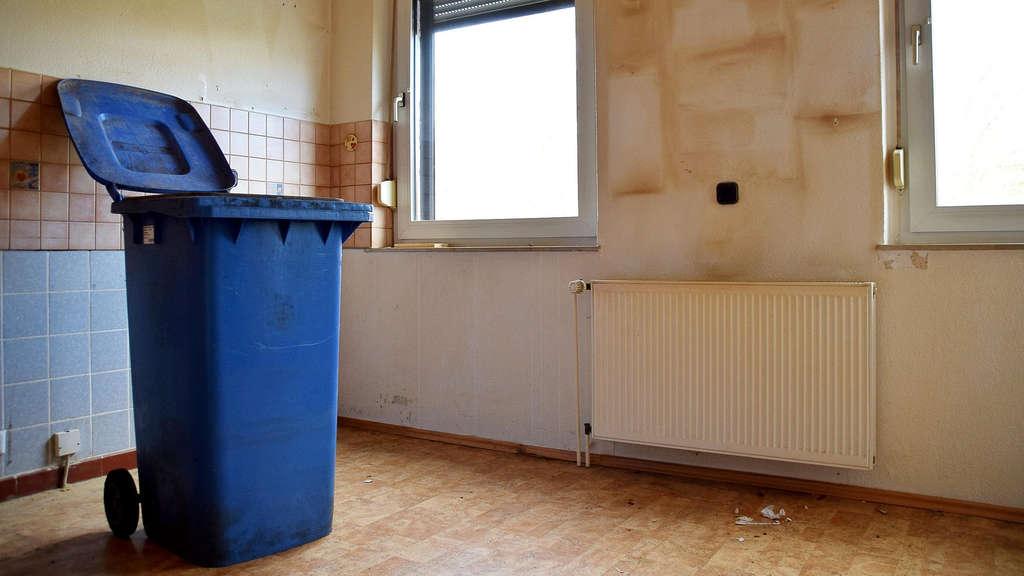 paar hinterl sst verdreckte wohnung w nde voll mit schimmel homberg efze. Black Bedroom Furniture Sets. Home Design Ideas