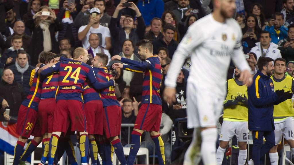 "Barcelona players celebrate during the Spanish league ""Clasico"" football match Real Madrid CF vs FC Barcelona at the Santiago Bernabeu stadium in Madrid on November 21, 2014. AFP PHOTO / CURTO DE LA TORRE"