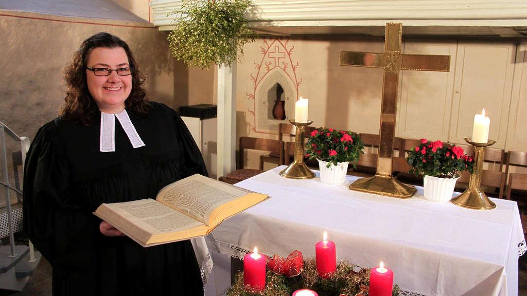 Pfarrerin Johanna Waldmann vor ihrer ersten Weihnachtspredigt | Kultur