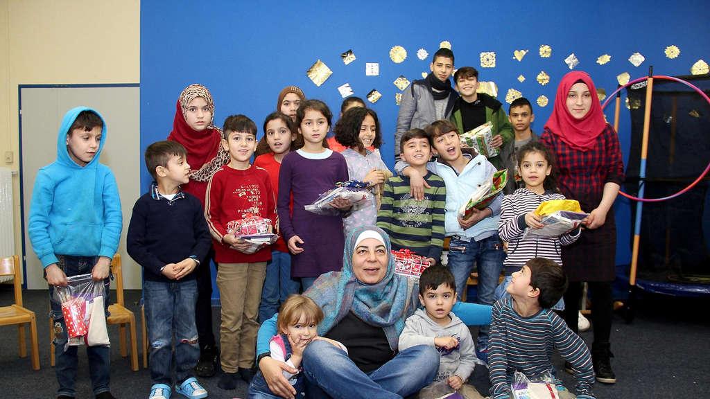 THG-Sechstklässler beschenken Flüchtlingskinder in der IWF ...