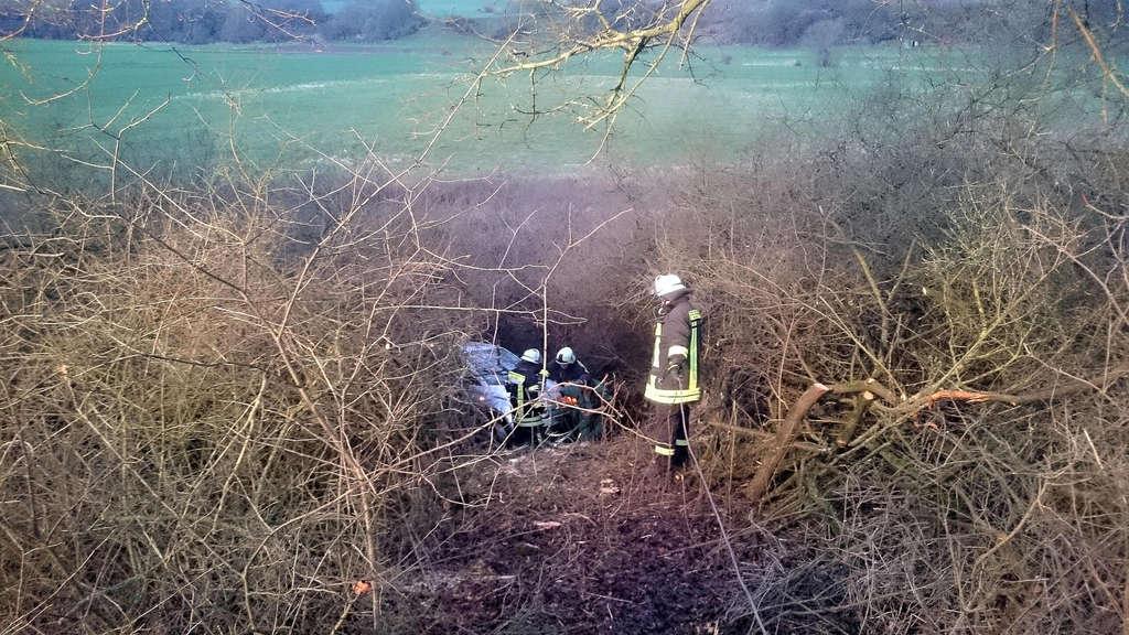 Unfall bei Deisel: Auto fuhr ins Gestrüpp | Trendelburg