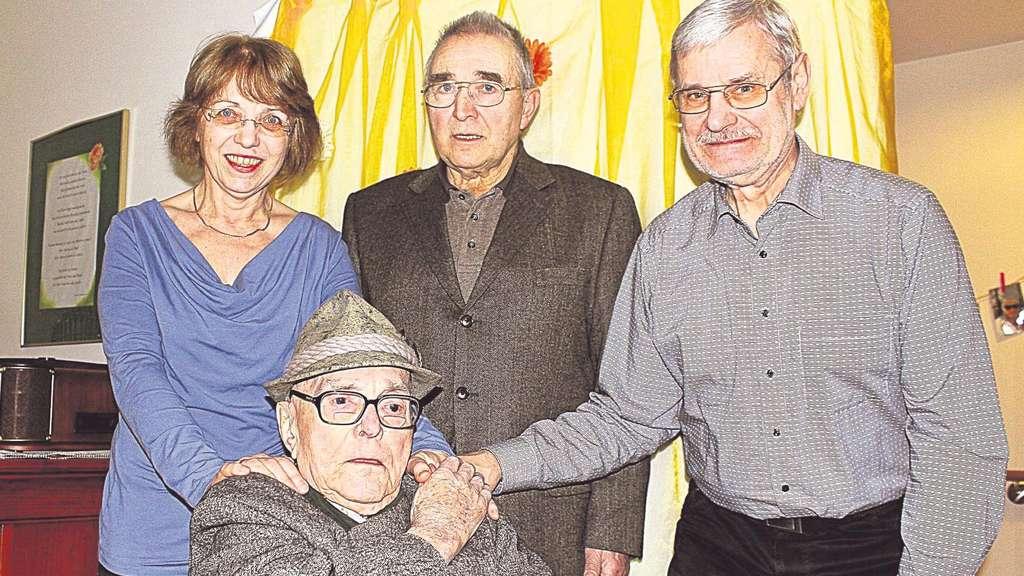 Uhrmachermeister Hans Voigt Feiert Seinen 102 Geburtstag Zierenberg