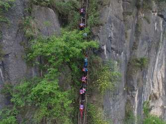 Pupils Climb Vines Down 800-meter Cliff To School In Liangshan