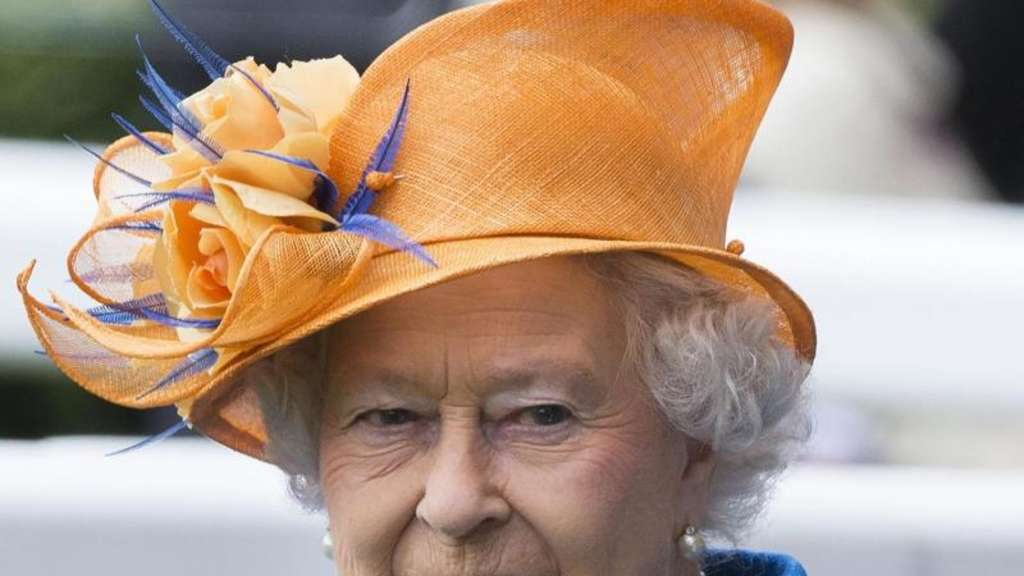 Queen Elizabeth II. in Orange und Blau. Foto: Stringer