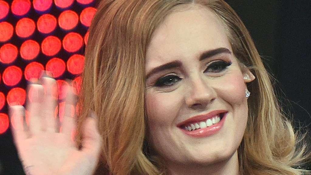 Facebook User Kontert Scammer Mit Adele Song Hello Netzwelt
