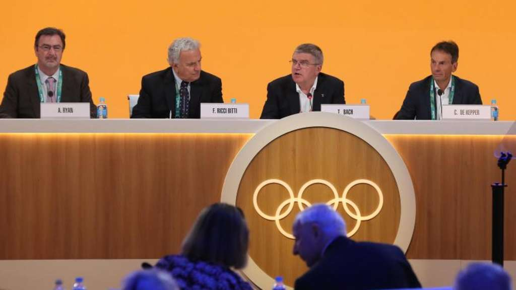 Thomas Bach leitet das IOC-Meeting in Rio. Foto: Ian Jones/IOC/dpa