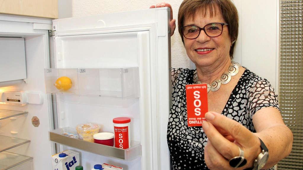 Kühlschrank Dosen : Genial einfach: sos dose im kühlschrank informiert ersthelfer
