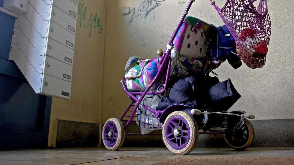 immer wieder zoff im hausflur kinderwagen fahrrad. Black Bedroom Furniture Sets. Home Design Ideas