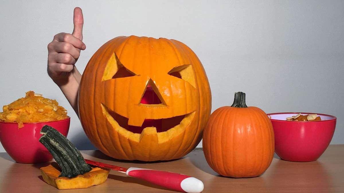 Kurze Videoanleitung: So wird ein Halloween-Kürbis geschnitzt   Kassel