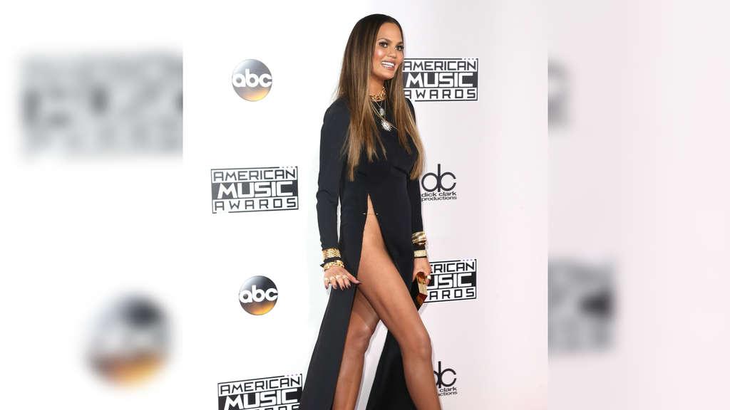 Model Chrissy Teigen unten ohne bei den AMAs   Leute