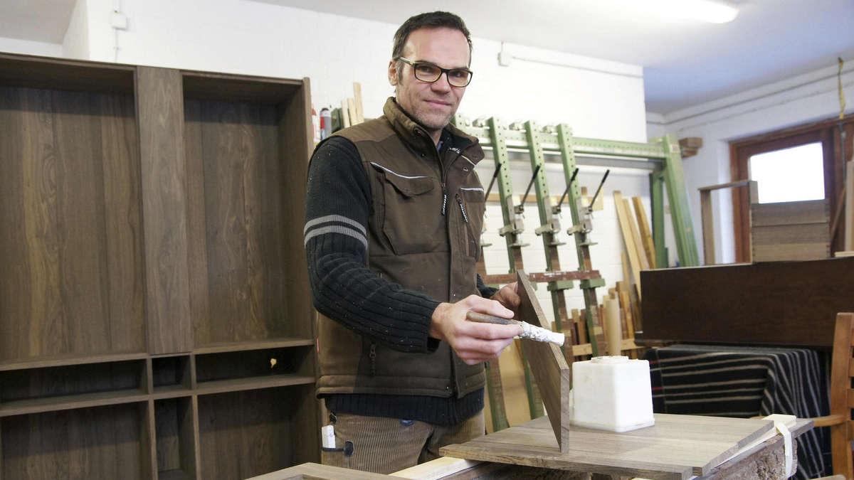 tischlermeister j rg ebert aus guxhagen stellt m bel aus 6000 jahre altem eichenholz her guxhagen. Black Bedroom Furniture Sets. Home Design Ideas