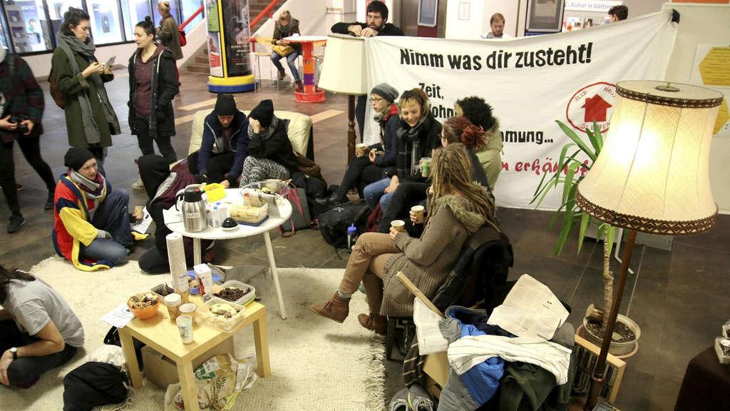 protest gegen mieterh hung in g ttinger wohnheimen in zentralmensa g ttingen. Black Bedroom Furniture Sets. Home Design Ideas