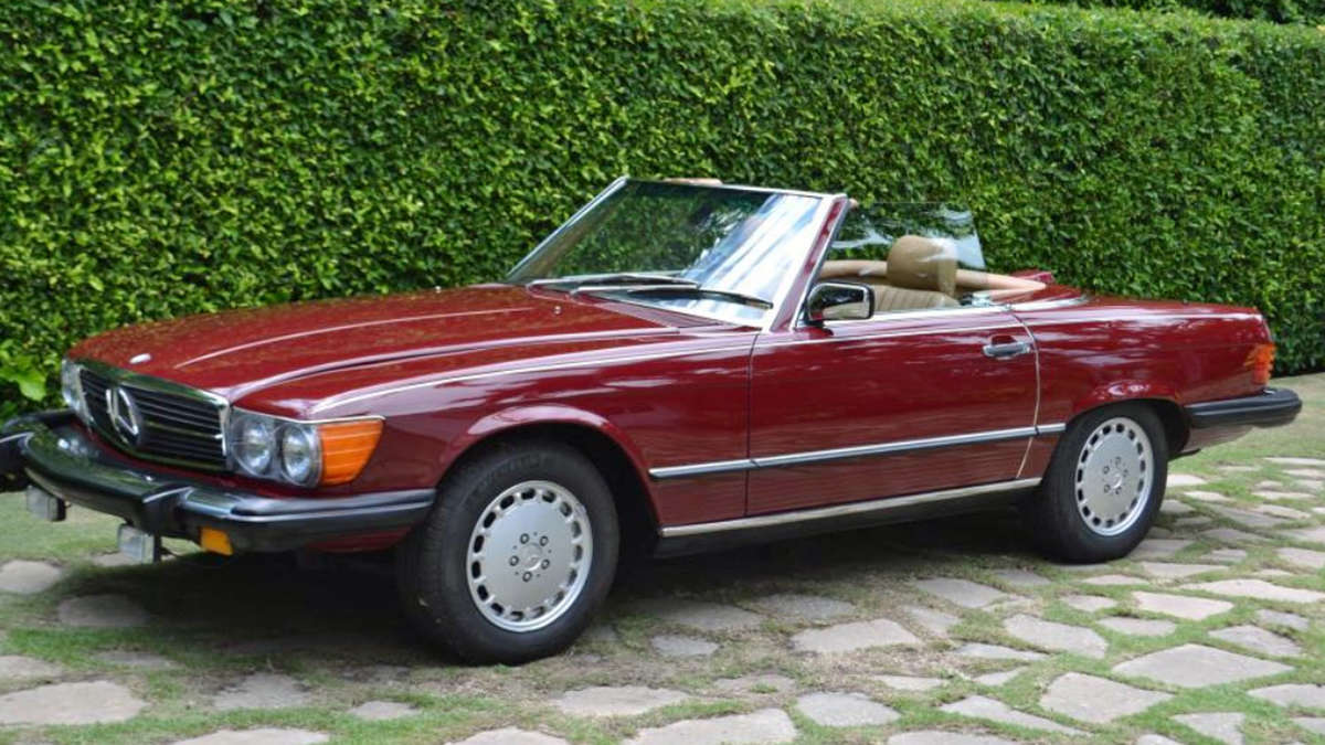 trump mercedes benz 560 sl baujahr 1987 wird von autoh ndler versteigert auto. Black Bedroom Furniture Sets. Home Design Ideas