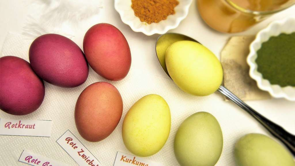 Ostereier ganz einfach färben mit Naturfarben: Tipps und Anleitung ...