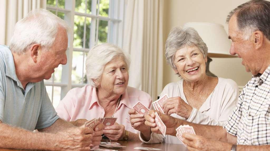Deutsche Seniorin macht es sich vor der Cam