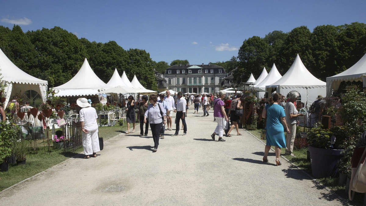kritik an hohen preisen beim gartenfest am schloss wilhelmsthal calden. Black Bedroom Furniture Sets. Home Design Ideas