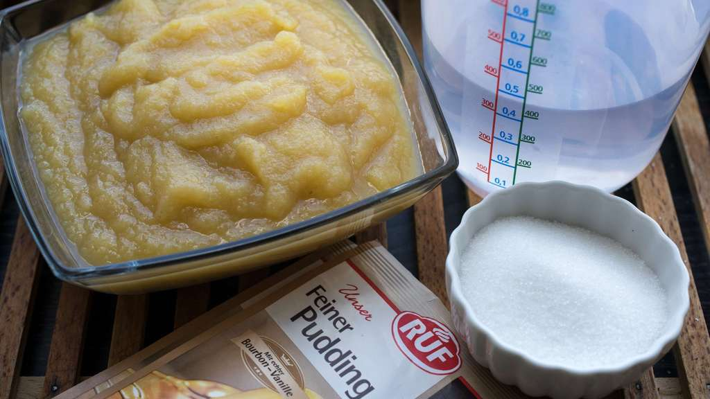 Rezept Fur Blechkuchen Mit Apfelmus Schmand Und Butterkeksen Welt