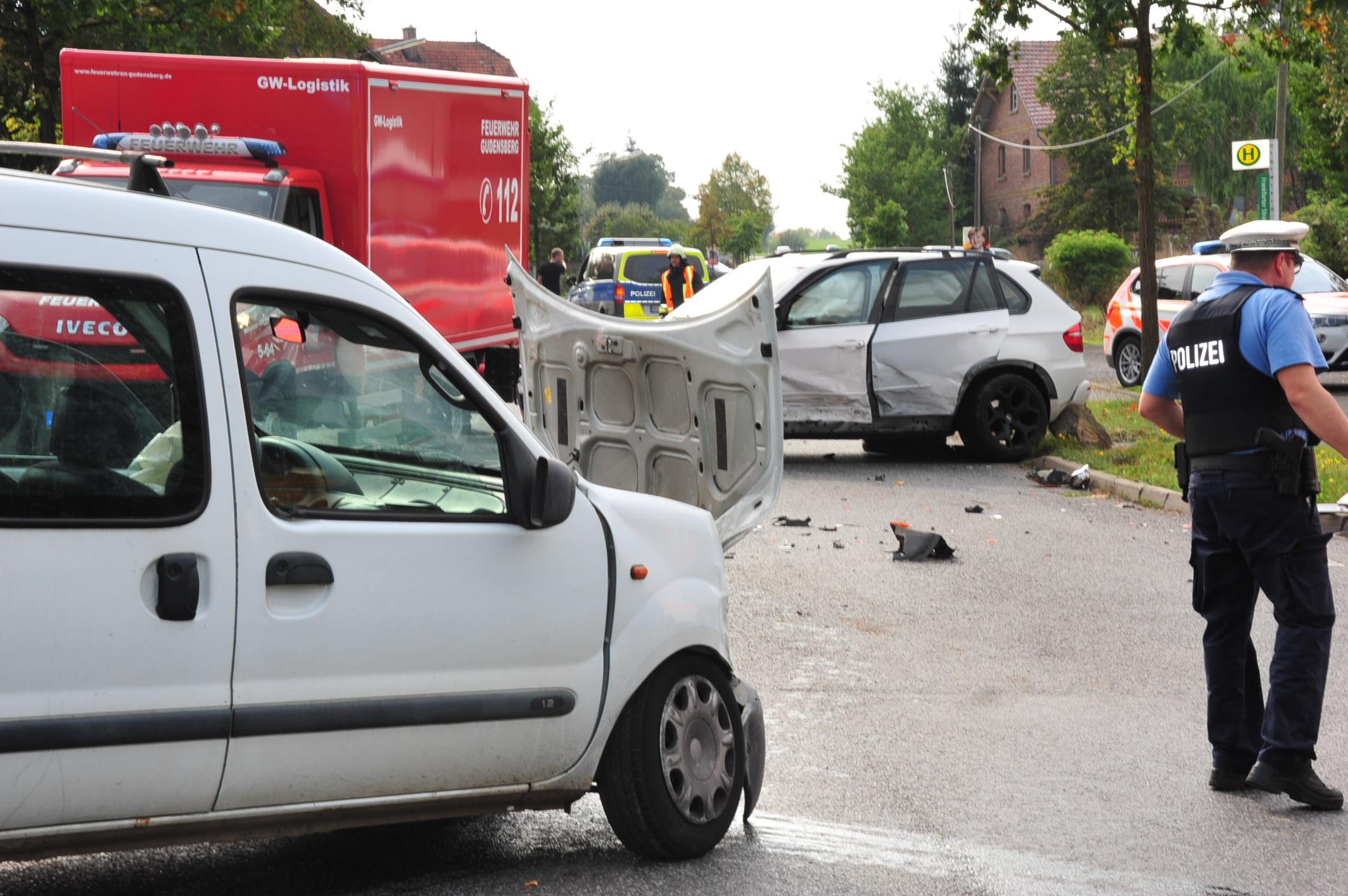 Unfall in Fritzlar: Fünf Menschen leicht verletzt   Fritzlar