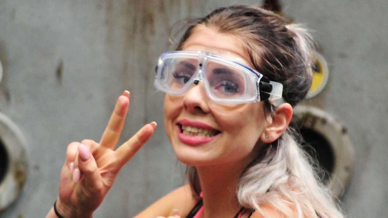 Jenny Frankhauser im Dschungelcamp: Sie schnappt sich die