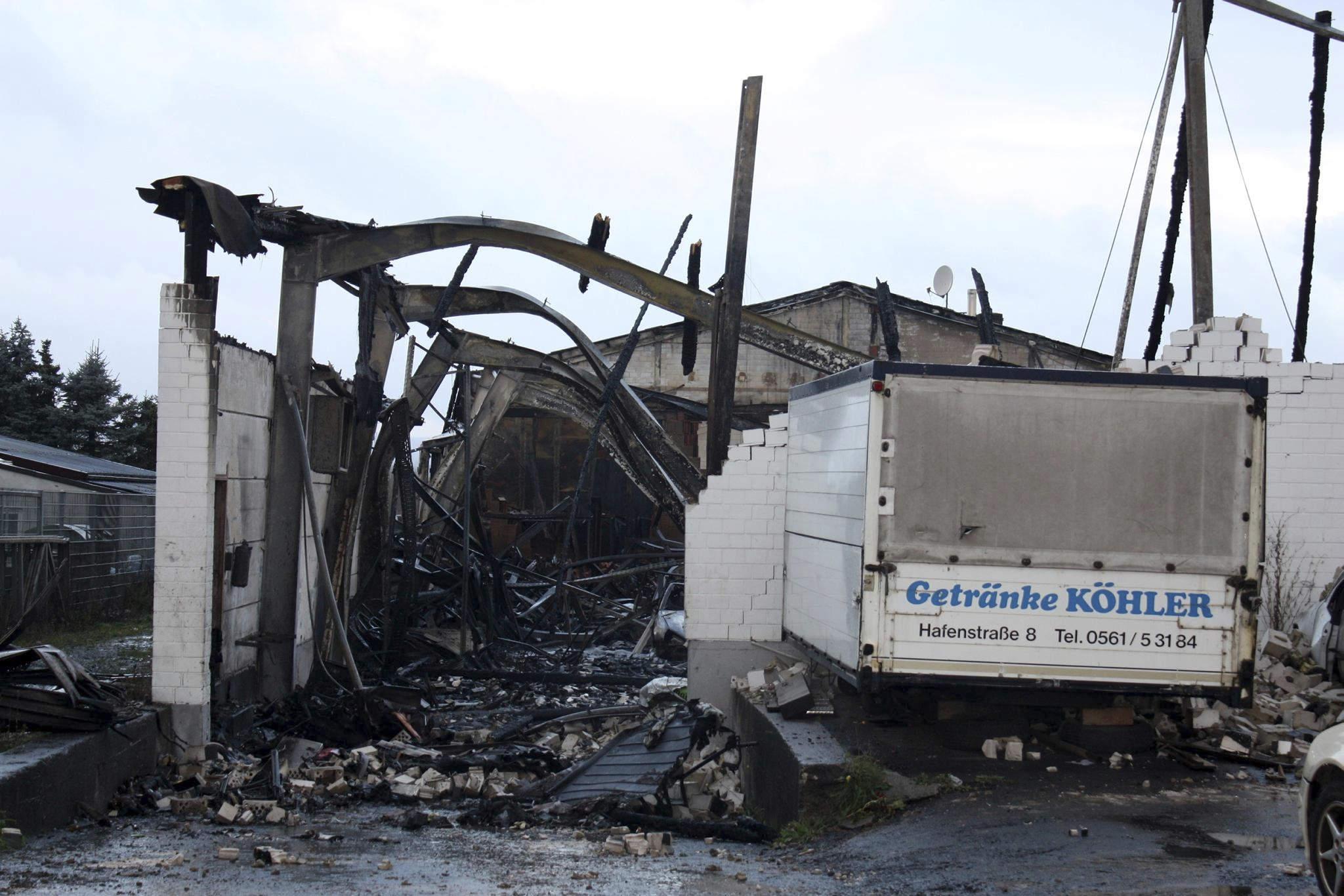 Nach Hallenbrand in Niestetal: Ursache ist weiterhin unklar | Niestetal