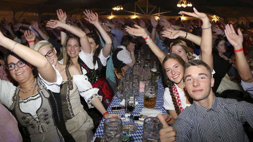 Wiesn´-Bands lockten zum Oktoberfest