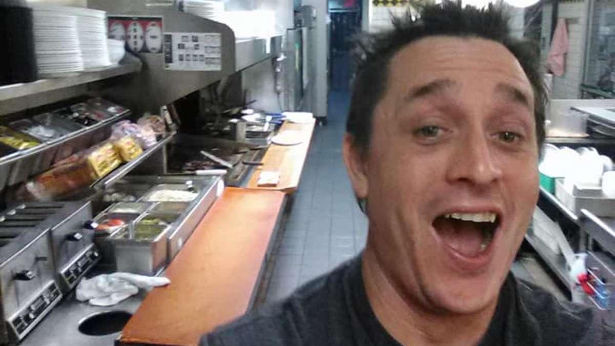 Betrunkener macht sich im Fast-Food-Restaurant Essen selber - das ...