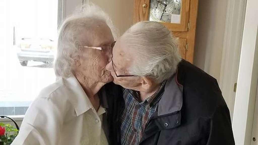 Senioren-Ehepaar kurz vor Weihnachten von Pflegeheim getrennt | Welt