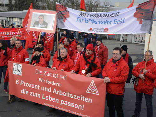 Warnstreik der IG Metall bei Mercedes Benz in Kassel