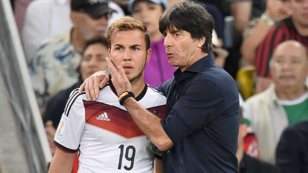 "FILE - Mario Goetze (L) of Germany talks to head coach Joachim Loew of Germany during the FIFA World Cup 2014 final soccer match between Germany and Argentina at the Estadio do Maracana in Rio de Janeiro, Brazil, 13 July 2014. Photo: Marcus Brandt/dpa (RESTRICTIONS APPLY: Editorial Use Only, not used in association with any commercial entity - Images must not be used in any form of alert service or push service of any kind including via mobile alert services, downloads to mobile devices or MMS messaging - Images must appear as still images and must not emulate match action video footage - No alteration is made to, and no text or image is superimposed over, any published image which: (a) intentionally obscures or removes a sponsor identification image; or (b) adds or overlays the commercial identification of any third party which is not officially associated with the FIFA World Cup) EDITORIAL USE ONLY (zu dpa-Meldung: ""Löw rät Götze zum Weggang aus München: Kann ""Kräfte frei setzen"""" vom 19.05.2016) +++(c) dpa - Bildfunk+++ 