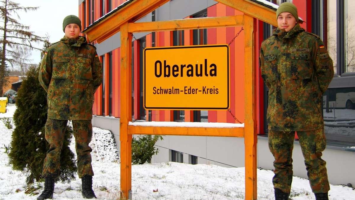Minderjährige Soldaten Werden In Schwarzenborn An Der Waffe