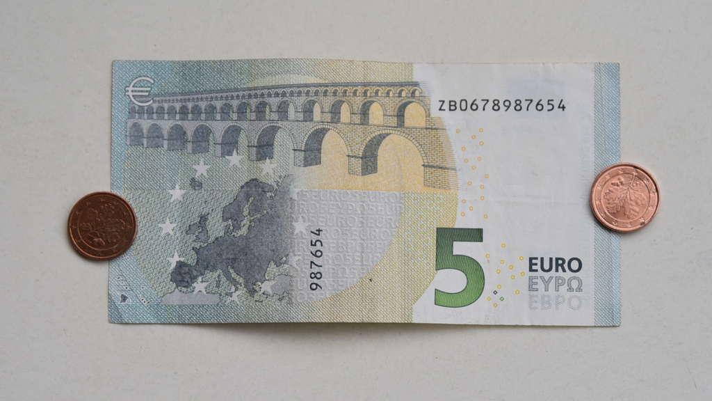 Krass Mann Findet Extrem Seltenen 5 Euro Schein Das Hat Er Vor