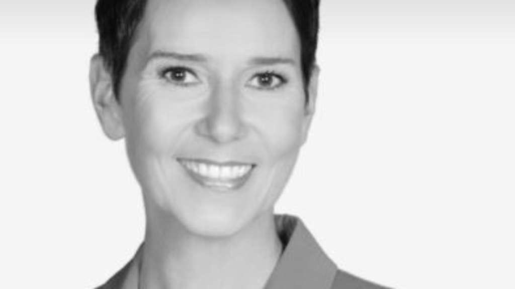 Qvc Moderator Gestorben: Große Trauer: Sat.1-Moderatorin Wiebke Ledebrink Mit Nur