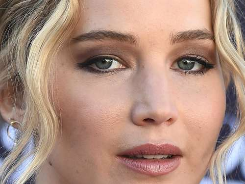 Jennifer Lawrence hüllenlos am Set