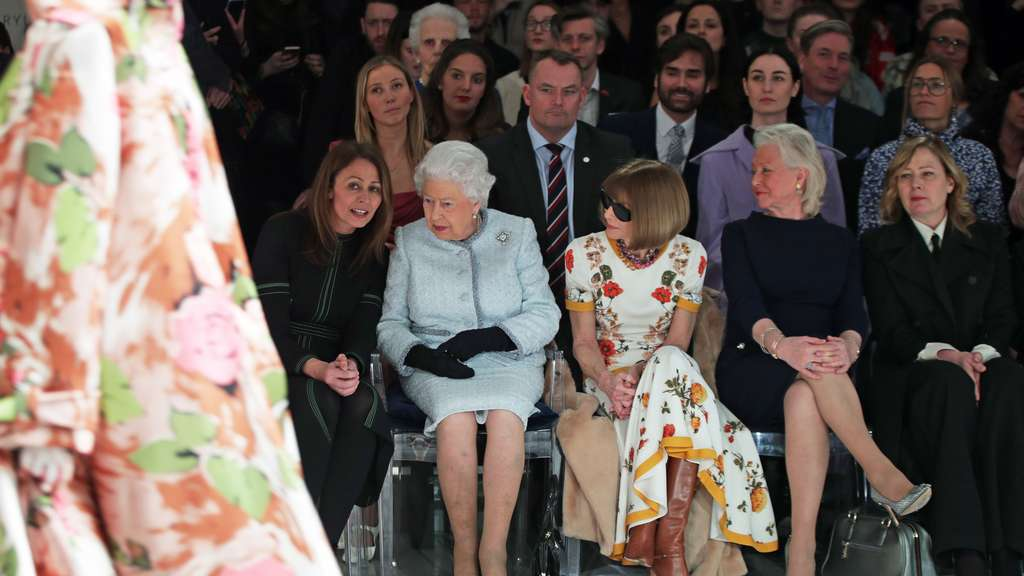 Vom Palast in die Front Row: Queen Elizabeth auf der London Fashion Week