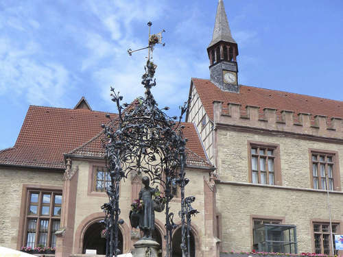 Kurden demonstrieren heute am Gänseliesel-Brunnen in Göttingen