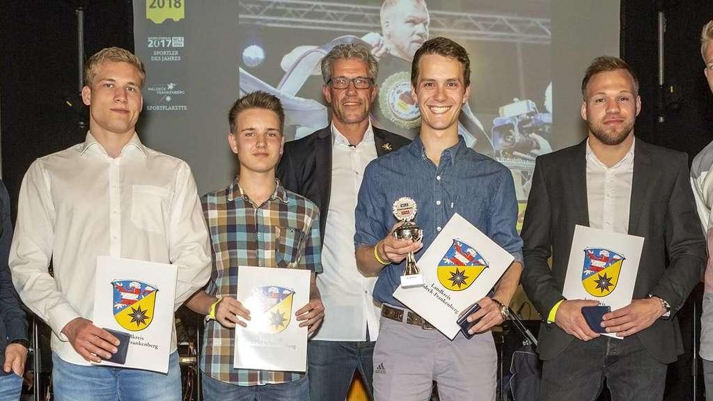 Pokalvergabe In Der Produktionshalle Sport Waldeck Frankenberg