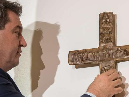 Kreuz in Behörden in Bayern: Das christliche Symbol war nie neutral
