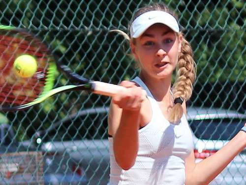 Pauline Bruns: Tennis-Talent wird Deutsche U13-Meisterin