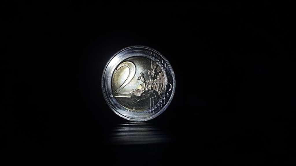 Halten Sie Diese 2 Euro Münze In Händen Dann Knacken Sie Den