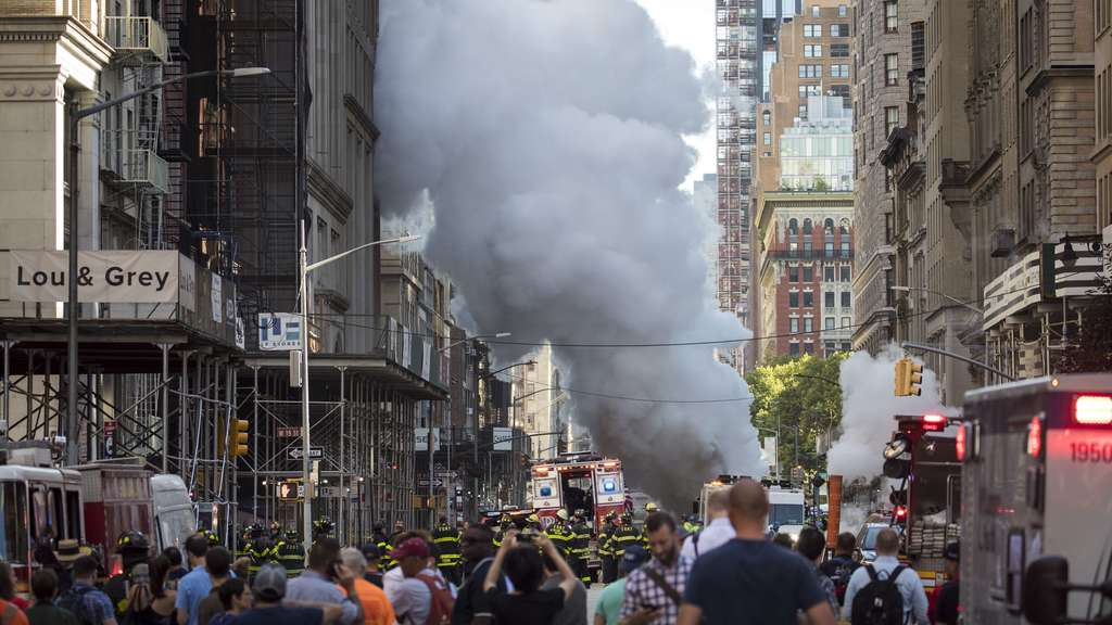 Dampfleitung explodiert in New York - Gebäude in Manhattan evakuiert