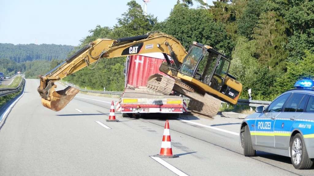 A5 Bagger Kippt Von Anhänger Auf Die Autobahn Rotenburg Bebra